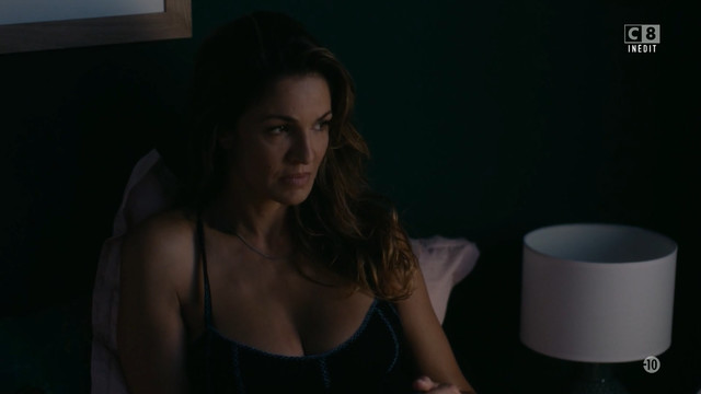 Nadia Fares sexy - Les Ombres Rouges s01 (2019)