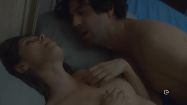 Leslie Medina nude - Mike s01e04-08 (2019)