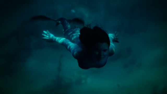 Eline Powell sexy - Siren s02e01 (2019)