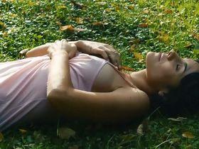 Olga Alaman sexy - Los jardines prohibidos (2018)