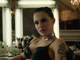 Natalie Portman sexy - Vox Lux (2018)