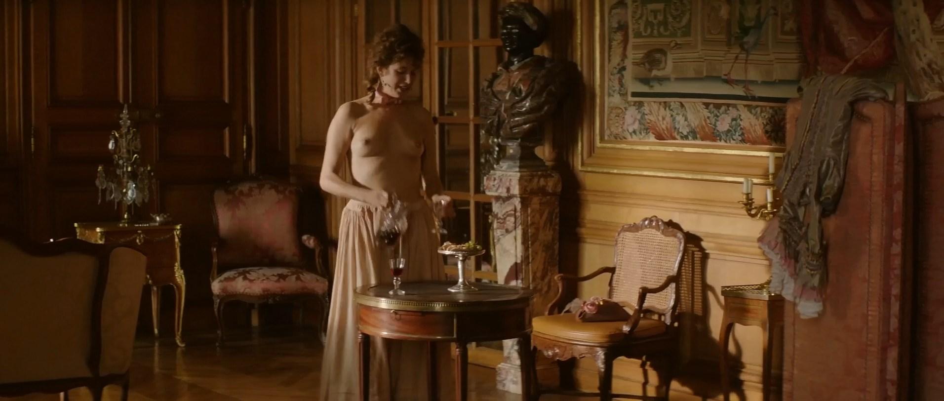 Manon Kahle  nackt