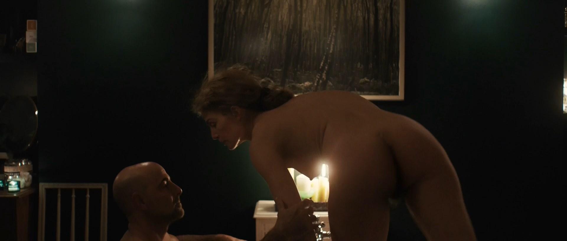Rosamund Pike nude - A Private War (2018)