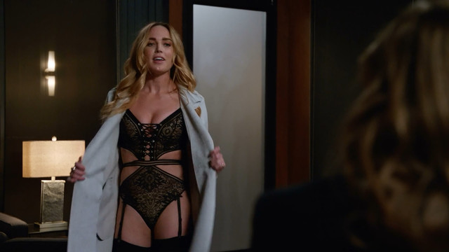 Caity Lotz sexy - DC's Legends of Tomorrow s04e06 (2018)