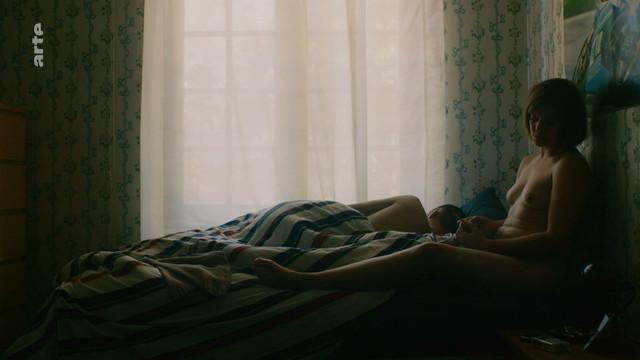 Nina Lombardo nude - Pendant que les champs brilent (2018)