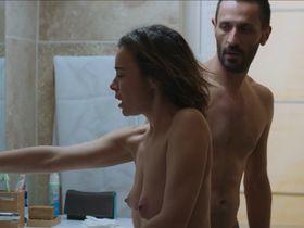 Elodie Bouchez nude - Roberto le Canari (2018)