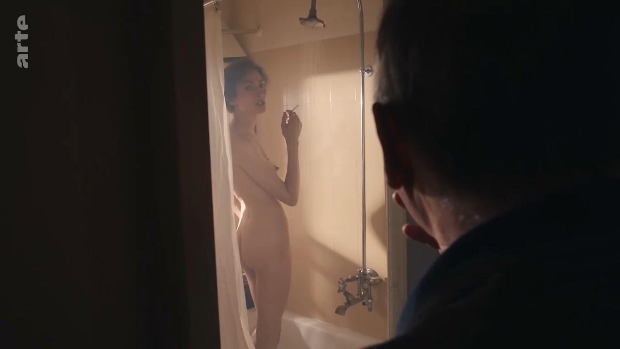 Laura de Boer nude - Brecht (2018)
