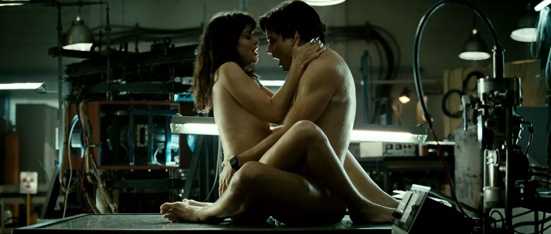 Alinne Moraes sexy - O Homem do Futuro (2011)
