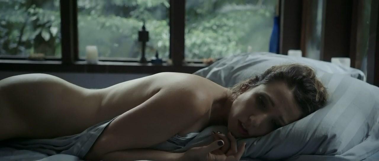Rita Carelli nude - Hospedeira (2014)