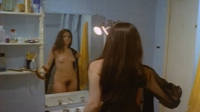 Linda Lay nude - El fascista, la beata y su hija desvirgada (1978)