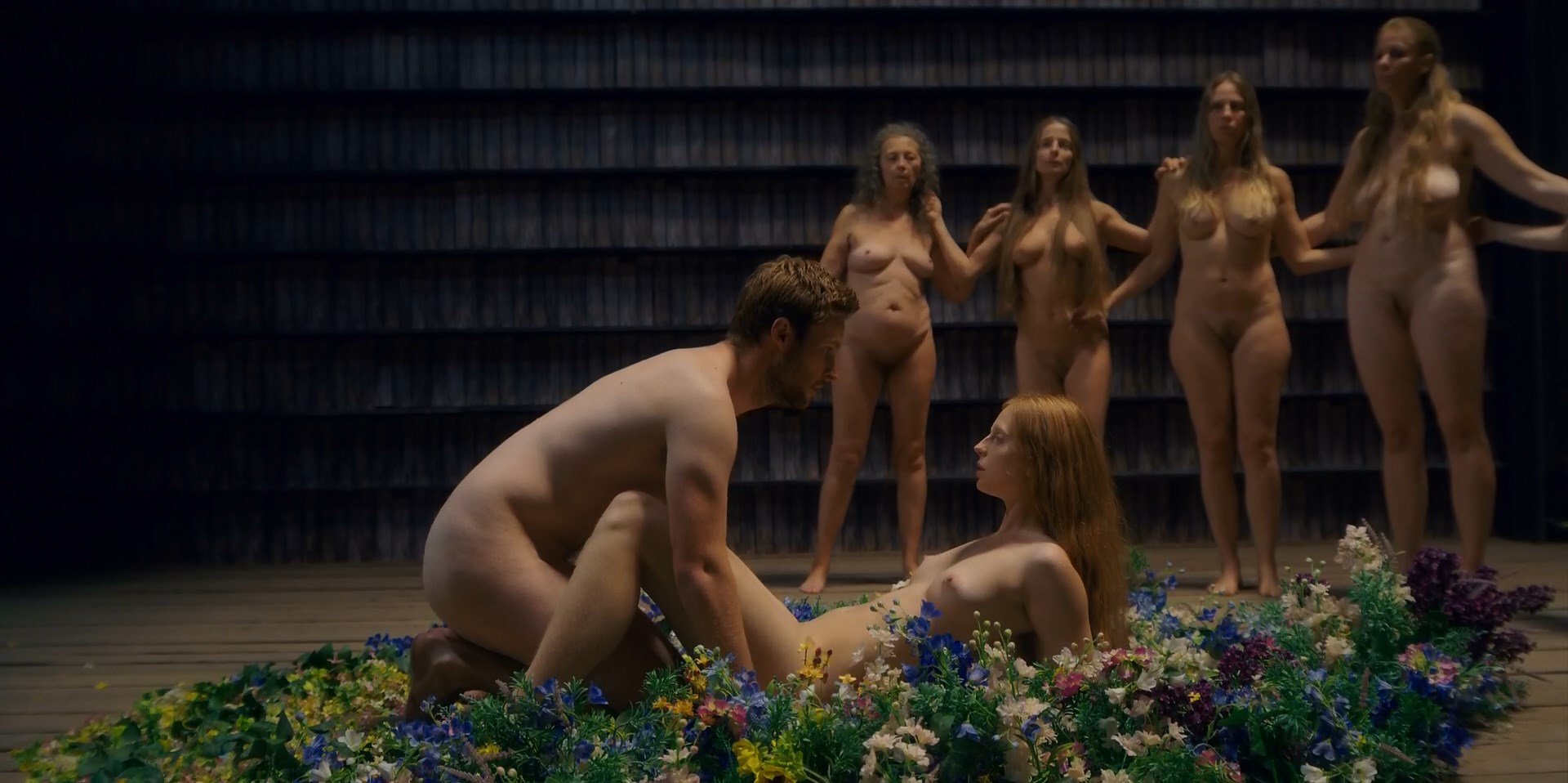 Isabelle Grill nude - Midsommar (2019)