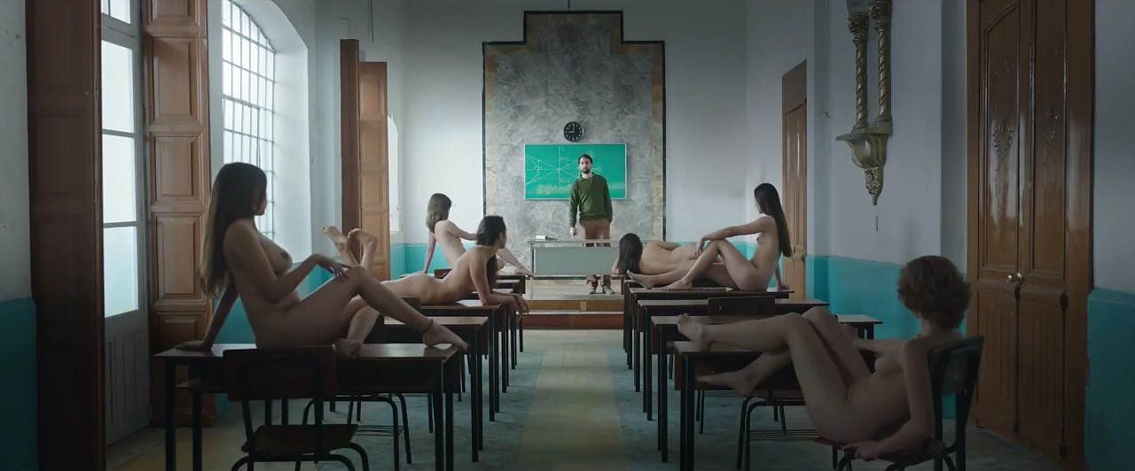 Maria Evoli nude - Propriedad Privada (2019)