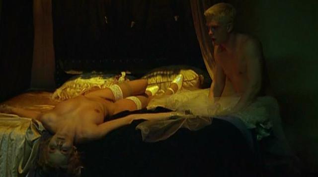 Anna Wendzikowska nude - Nienasycenie (2003)