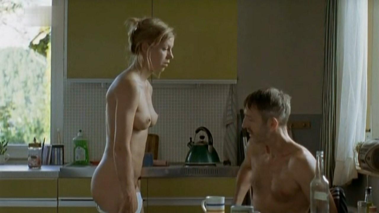 Jule Bowe nude - Gefangene (2006)