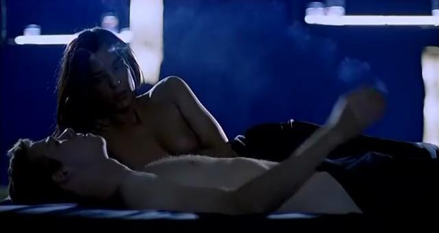 Aina Clotet nude - Mola ser malo (2005)