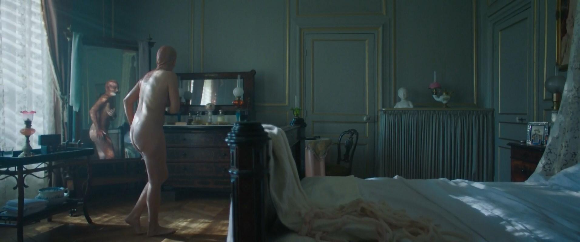 Julie De Bona nude - Le Bazar de la charit s01e03, e05 (2019)