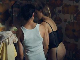 Anne Suarez nude - Monsieur Ibrahim (2003)