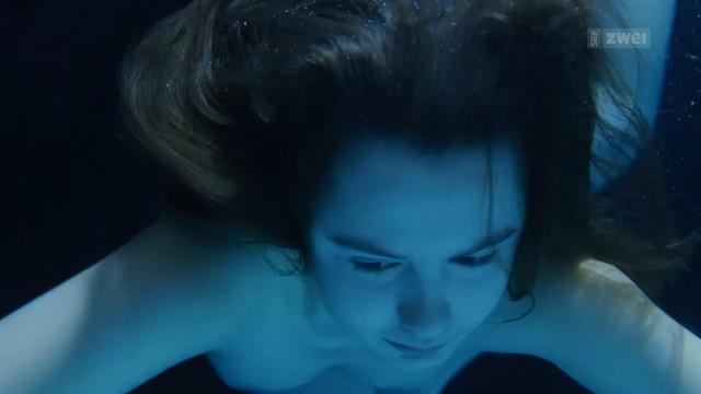 Annina Walt nude - Eva (2018)