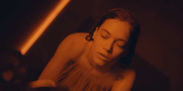 Melisa Senolsun nude - The Gift s01e04 (2019)
