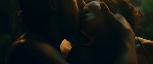 Jacinthe Lague sexy - Satin - La Famille Ouellette (2019)