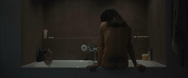 Tereza Hofova sexy - Domestik (2018)
