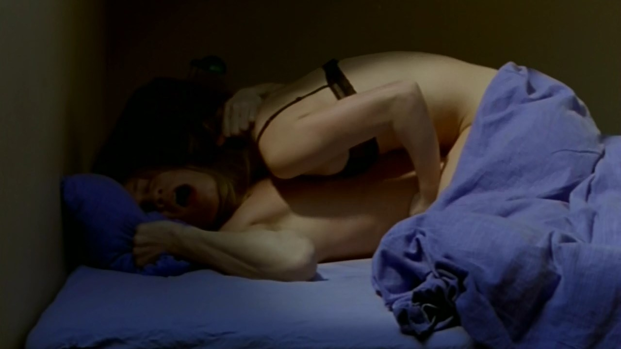 Isabelle Huppert sexy - Nue Propriete (2006)
