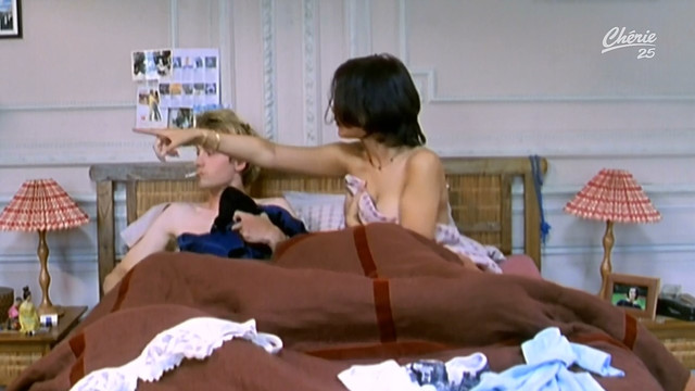 Melanie Doutey sexy - Chere Marianne s01e01 (1999)