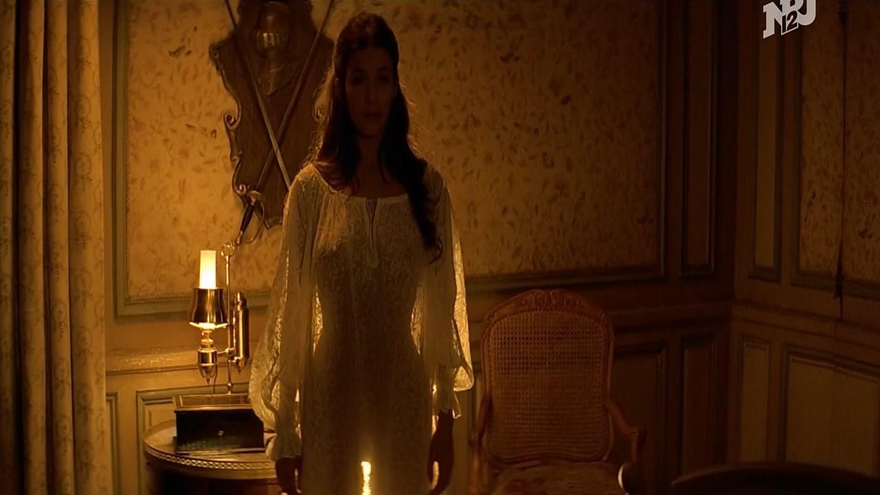 Melanie Doutey sexy - Il ne faut jurer... de rien (2005)