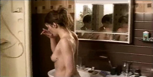 Valerie Donzelli nude - Sous mes yeux (2002)