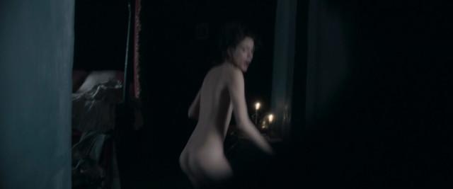 Stacy Martin nude - Dernier amour (2019)