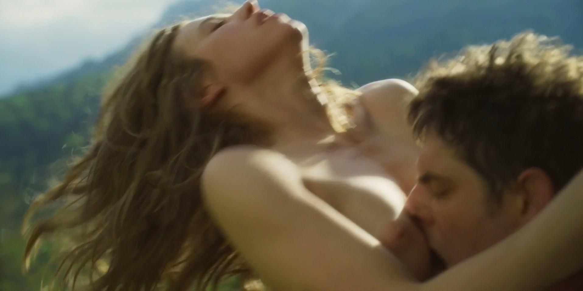 Lou de Laage nude - Blanche comme neige (2019)