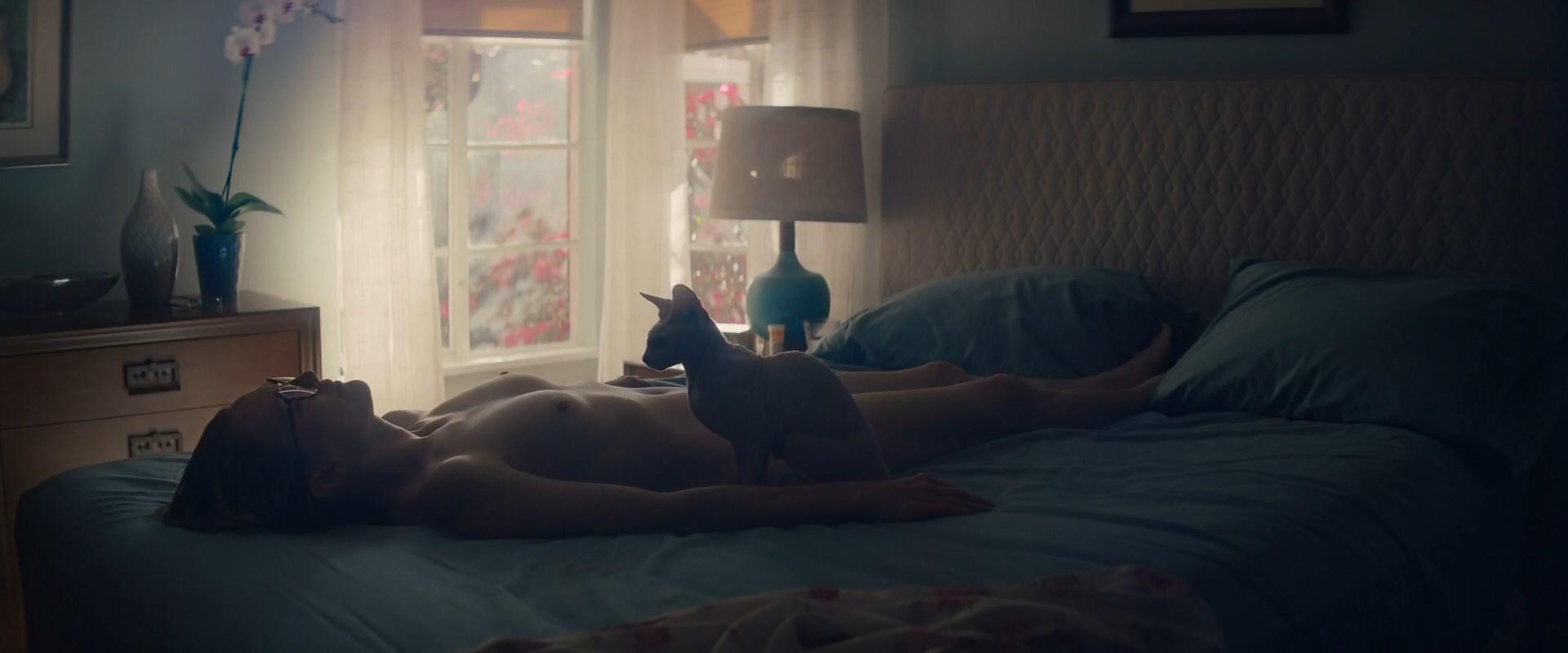 Julianne Moore nude - Gloria Bell (2018)