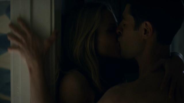 Kristen Bell sexy - Veronica Mars s04e07 (2019)