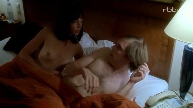 Anneke Schwabe nude - Elvis und der Kommissar s01e06 (2007)