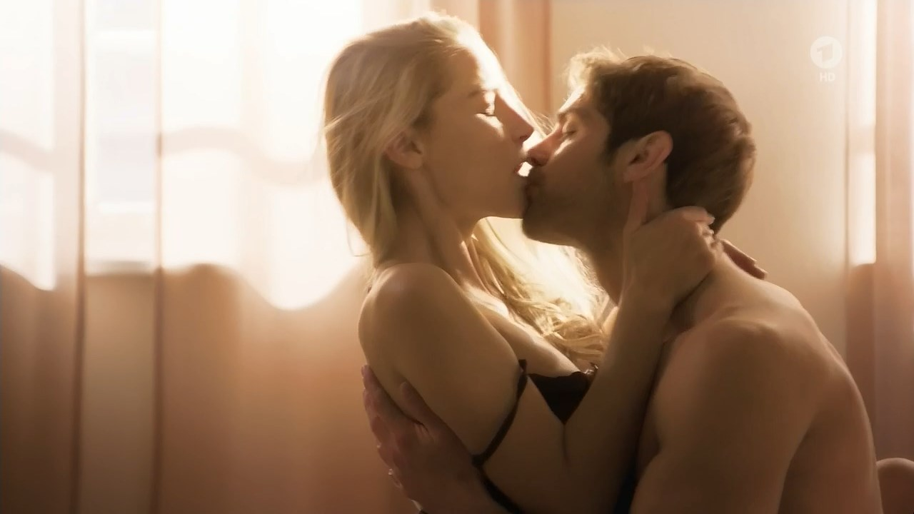Mirka Pigulla sexy - In aller Freundschaft - Die jungen Arzte s05e12 (2019)