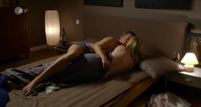 Silke Bodenbender nude - Eine verhangnisvolle Nacht (2013)