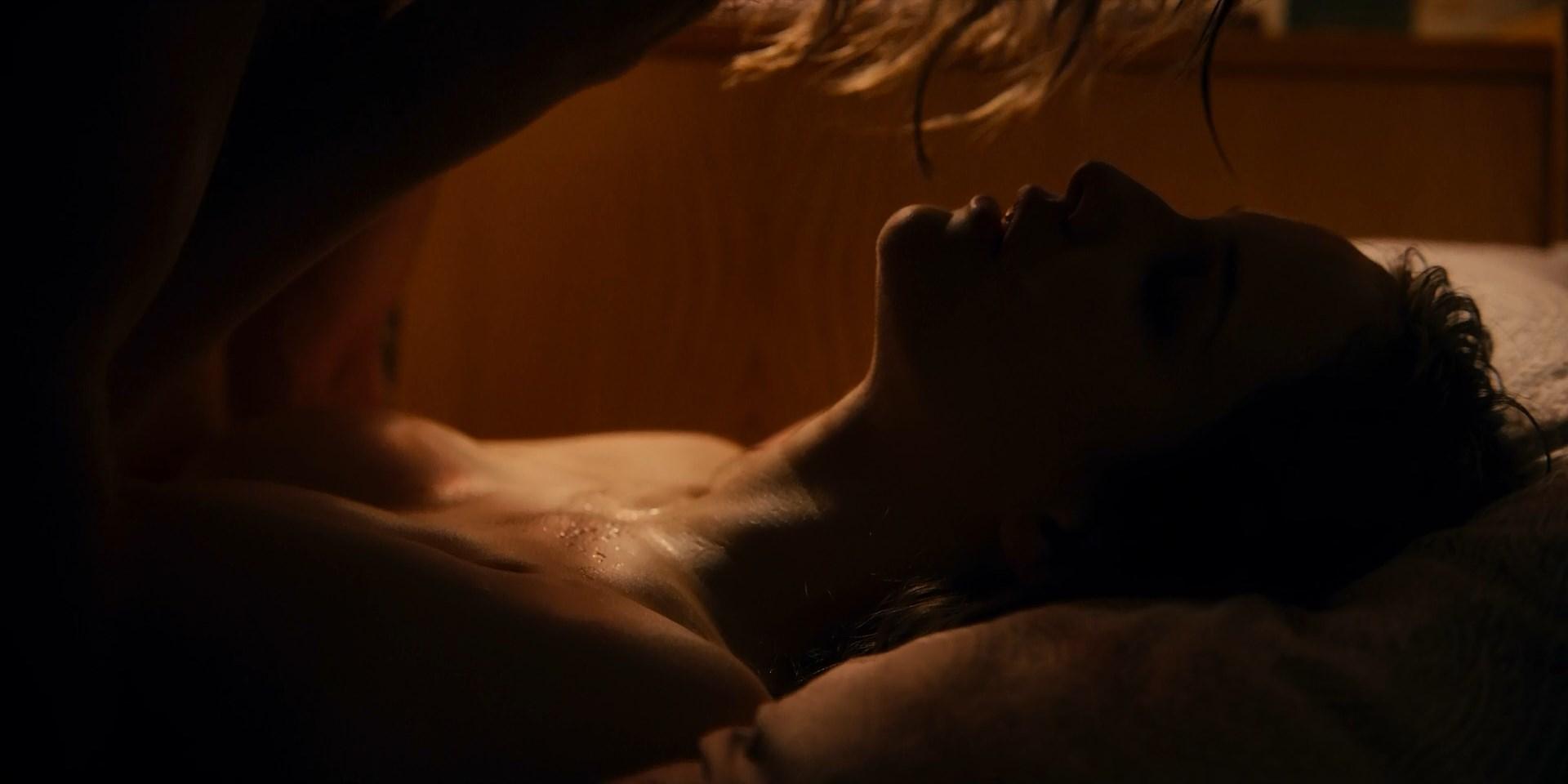 Lisa Vicari nude - Dark s02e01e04-06 (2019)