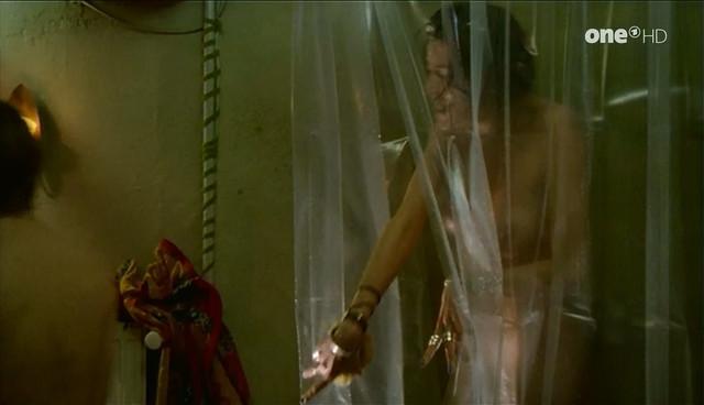 Kira Koschella nude - Drei mit Herz s01e10 (1999)