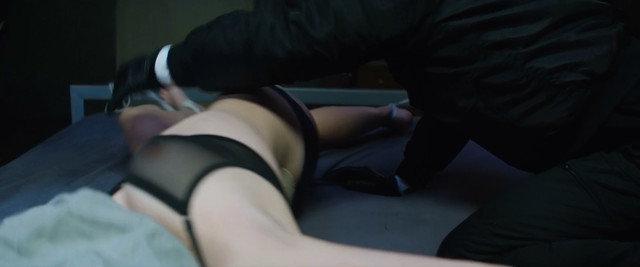 Jella Haase sexy - Kidnapping Stella (2019)