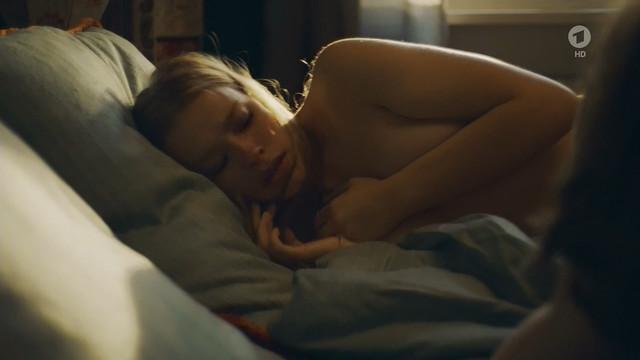 Milena Tscharntke nude - Alles Isy (2018)