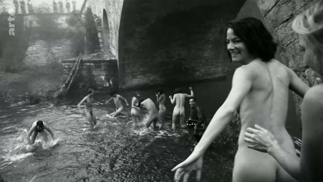 Valerie Pachner nude - Die Neue Zeit s01e01 (2019)