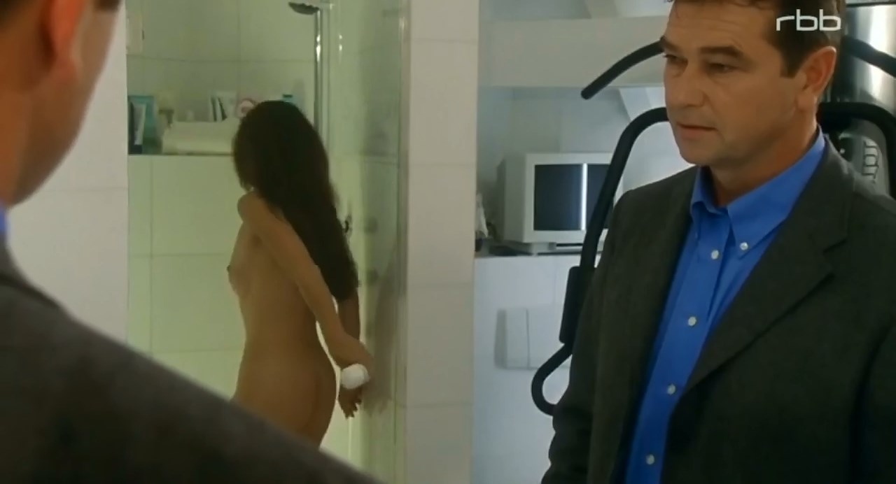 Anja Kruse nude - Die Kristallprinzessin (2002)