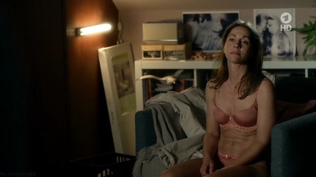 Ulrike C. Tscharre sexy - Besser als Du (2015)