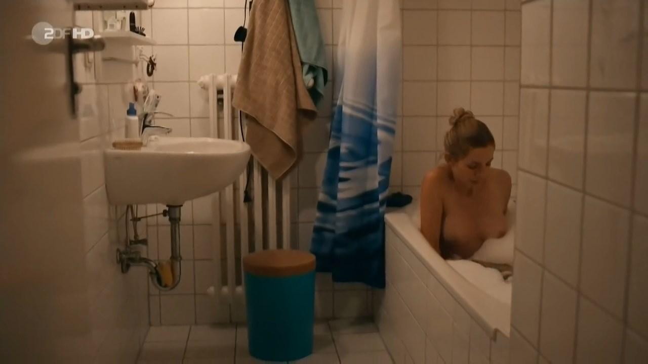 Annika Blendl nude - Kommissarin Heller s01e02 (2014)