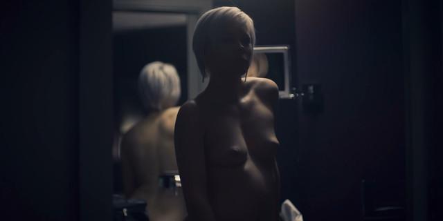 Jasmin Minz nude - Skylines s01e02e04 (2019)