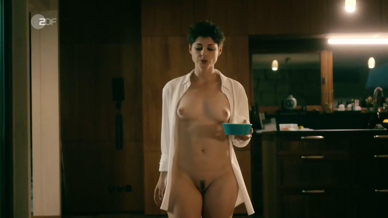 Katharina Nesytowa nude - Ein verhangnisvoller Plan (2019)