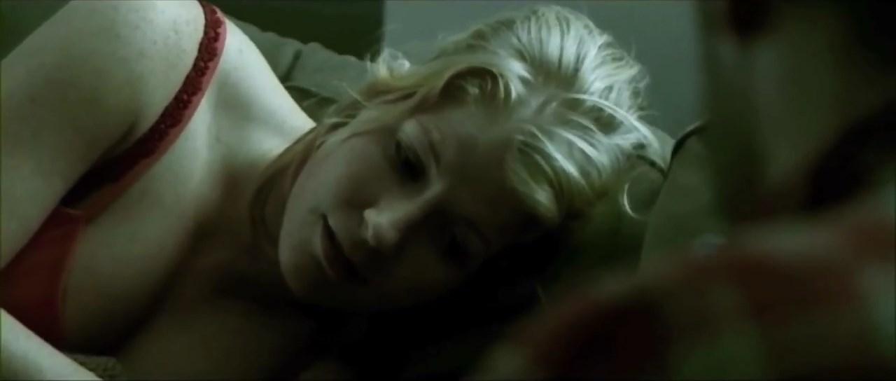 Charlotte Guldberg sexy - Steppeulve (2005)