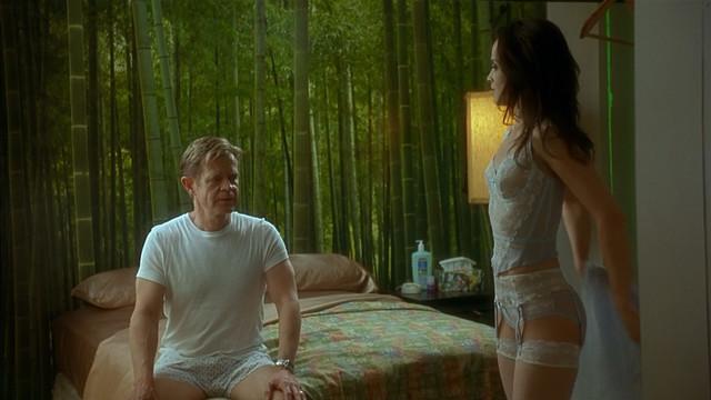 Mena Suvari sexy - Edmond (2005)