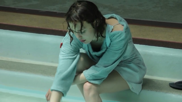 Jade Hуnot sexy - Le grand saut (2016)