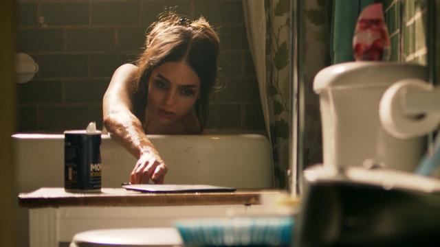 Melissa Barrera sexy - Vida s02e07 (2019)